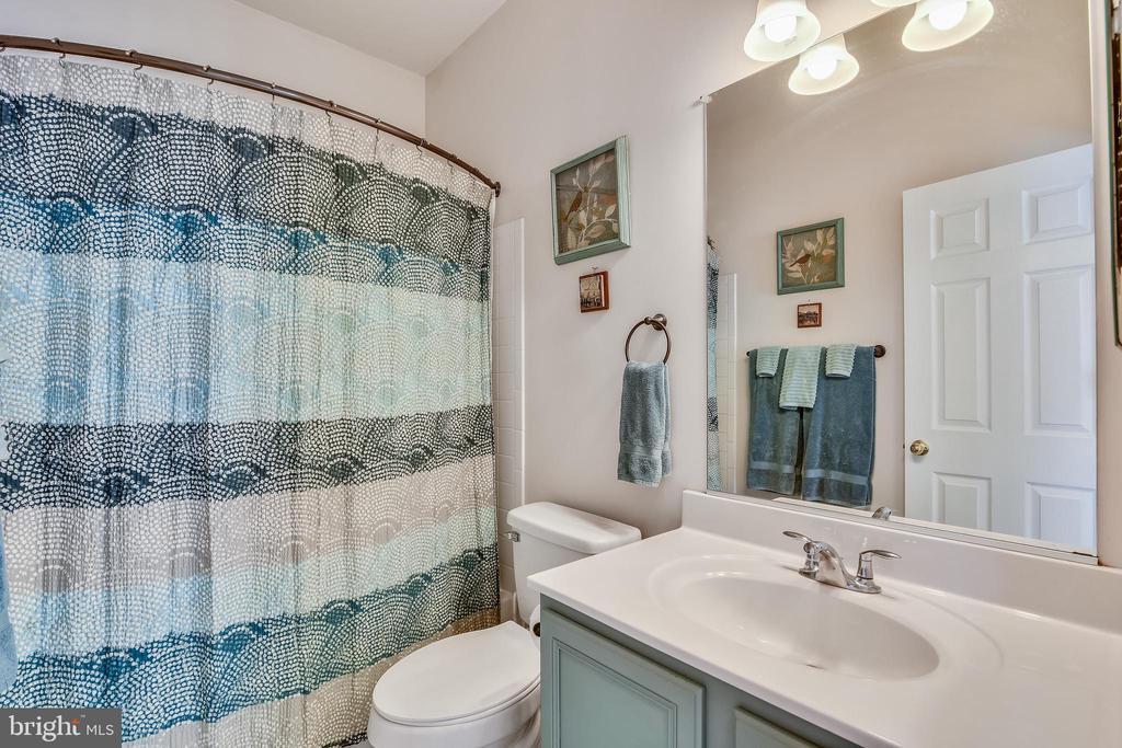Full hallway bathroom - 17451 LETHRIDGE CIR, ROUND HILL
