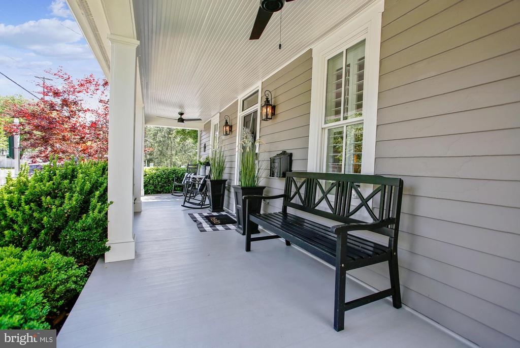 covered front porch - 12704 CHAPEL RD, CLIFTON
