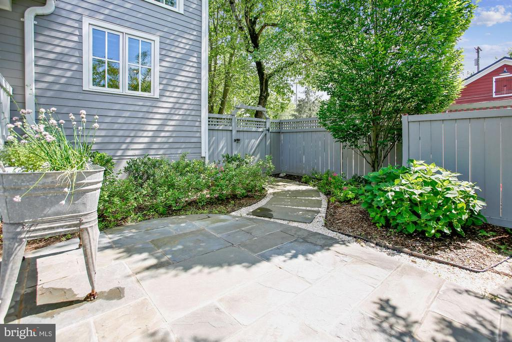 entrance/exit from rear yard - 12704 CHAPEL RD, CLIFTON