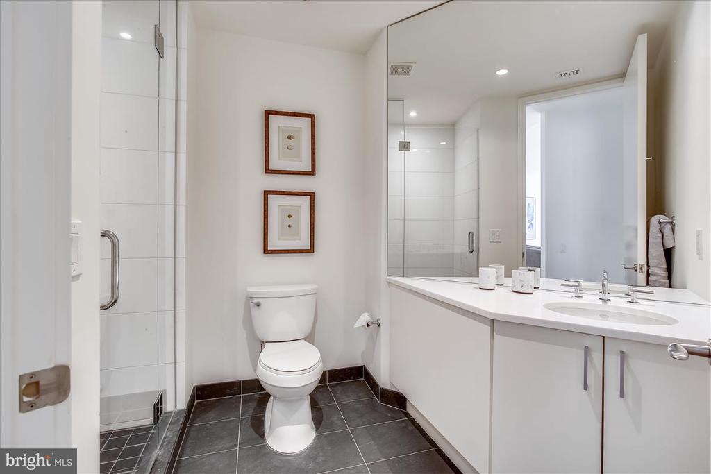 Hall bath - 1177 22ND ST NW #4M, WASHINGTON