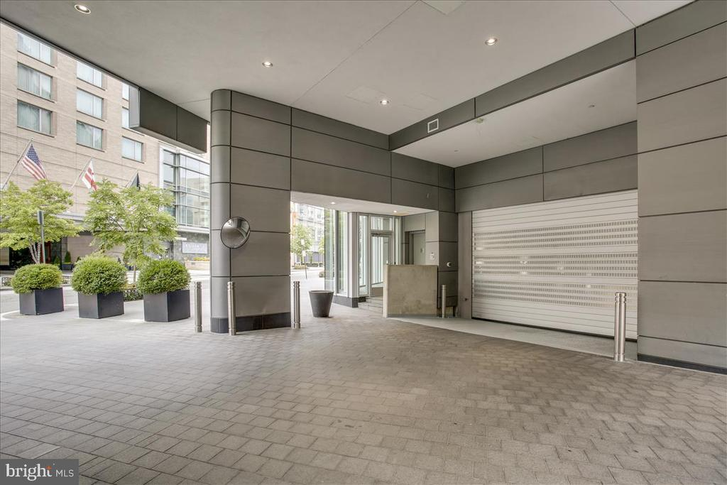 Parking garage entrance - 1177 22ND ST NW #4M, WASHINGTON