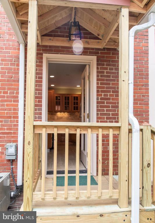New porch is seasoning waiting your paint or stain - 1220 S BUCHANAN ST, ARLINGTON