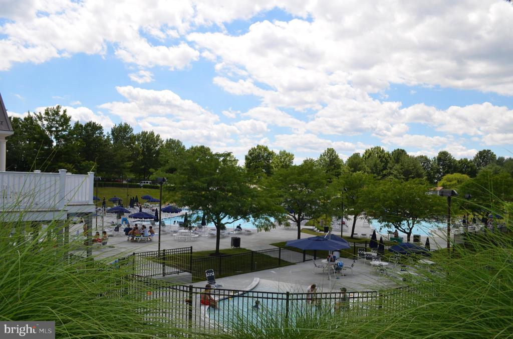 4 pools! Lap pool to relax and baby pool too - 6505 SPRINGWATER CT #7401, FREDERICK