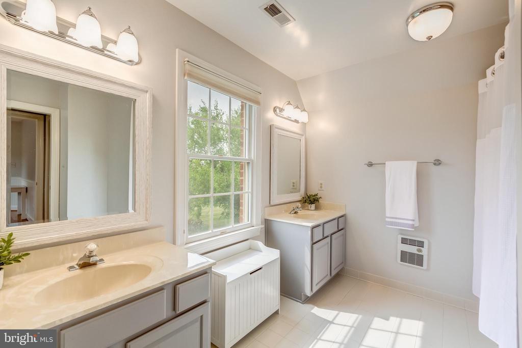 large bath with dual vanity in bedroom 2 - 22606 HILLSIDE CIR, LEESBURG