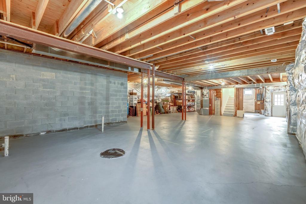create your own space/fireplace/rough in bath/bar - 22606 HILLSIDE CIR, LEESBURG