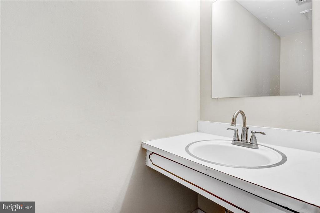 Half bath - 51 CAROLINA CT, STERLING