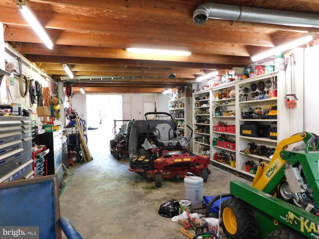 Workshop has heat, cable, insulation - 239 KIMBLE RD, BERRYVILLE