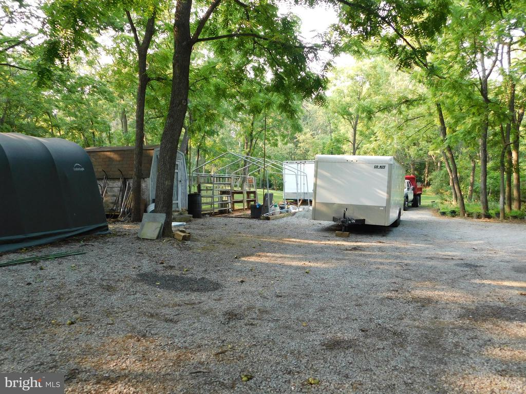 Huge parking area - 239 KIMBLE RD, BERRYVILLE