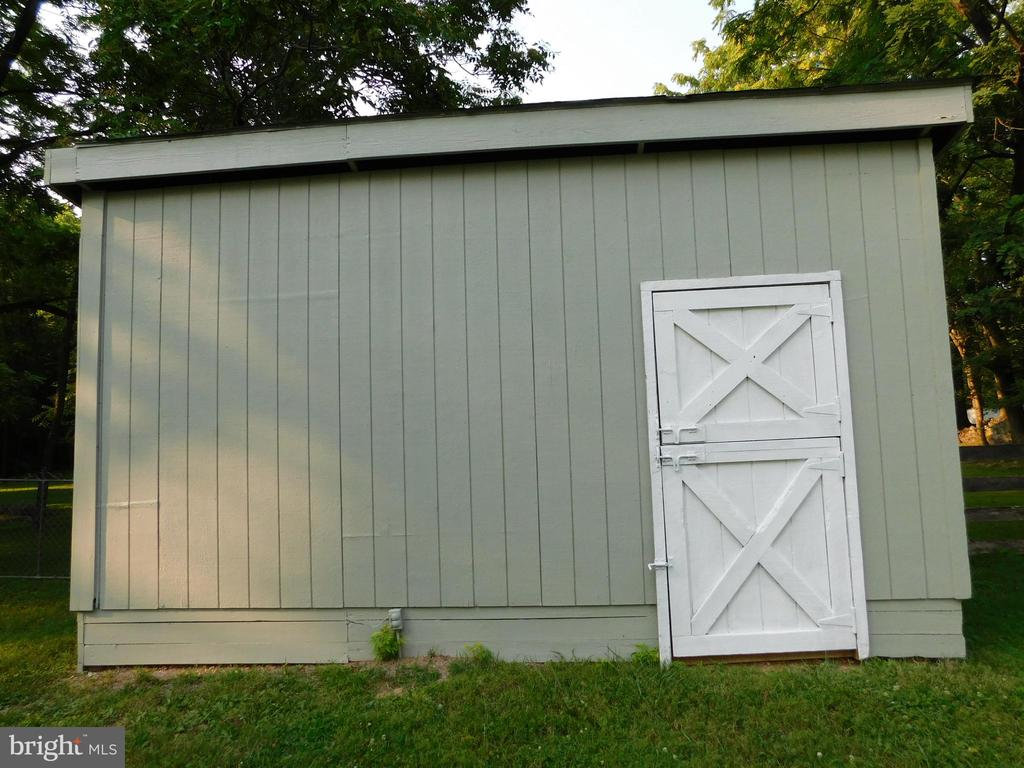 Little Barn/ Outbuilding.  It has Electricity - 239 KIMBLE RD, BERRYVILLE