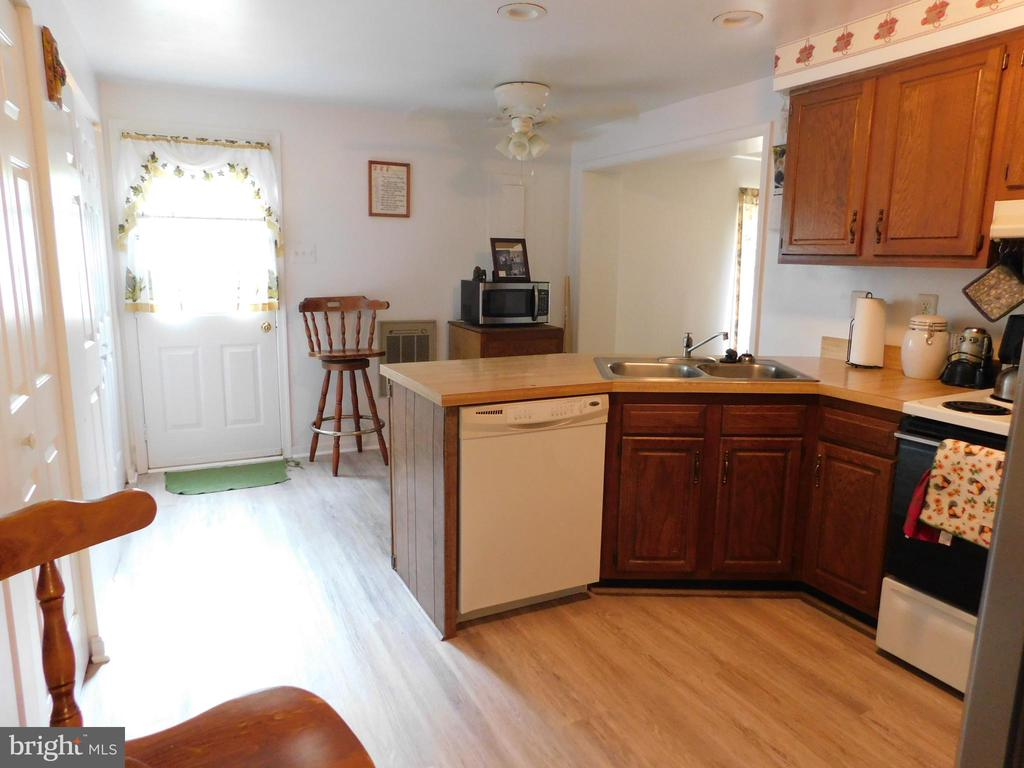 Kitchen View - 239 KIMBLE RD, BERRYVILLE