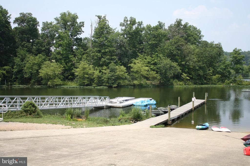 Lake Ridge Marina is just minutes away - 12236 LADYMEADE CT #5-201, WOODBRIDGE