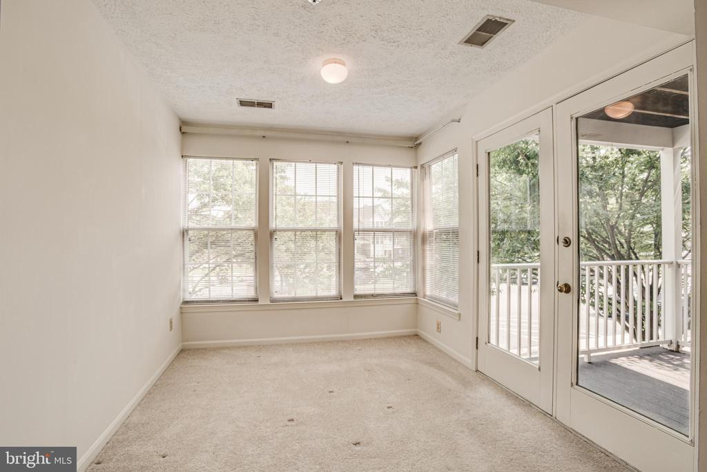 Light fills the dining area for a warm, cozy feel - 12236 LADYMEADE CT #5-201, WOODBRIDGE