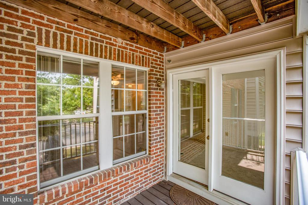 A great place to entertain guests or just relax - 12236 LADYMEADE CT #5-201, WOODBRIDGE