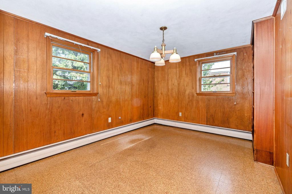 Office, den or potential bedroom at entrance level - 703 WYNGATE DR, FREDERICK