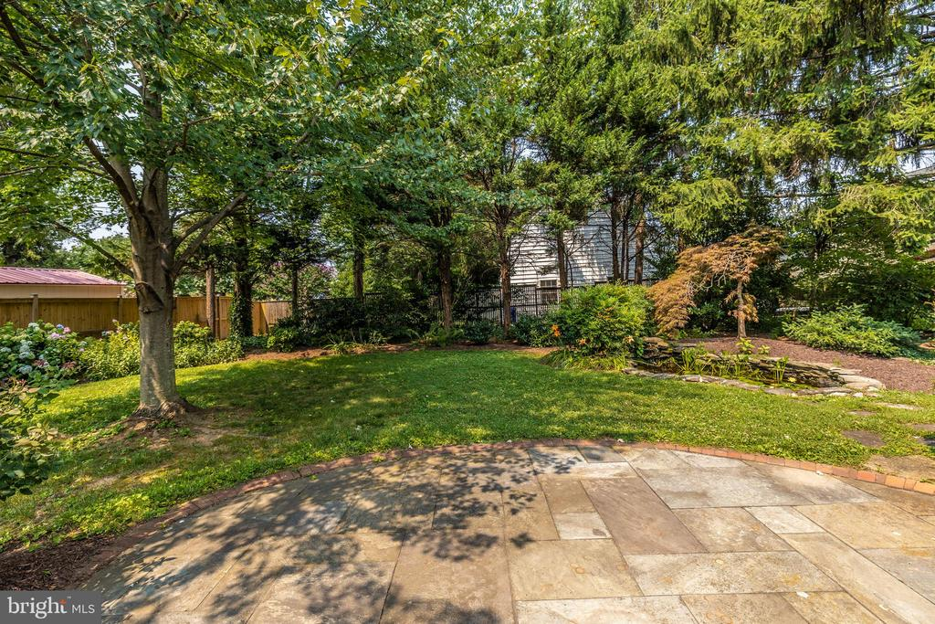 Hardscape patio in the back yard - 703 WYNGATE DR, FREDERICK