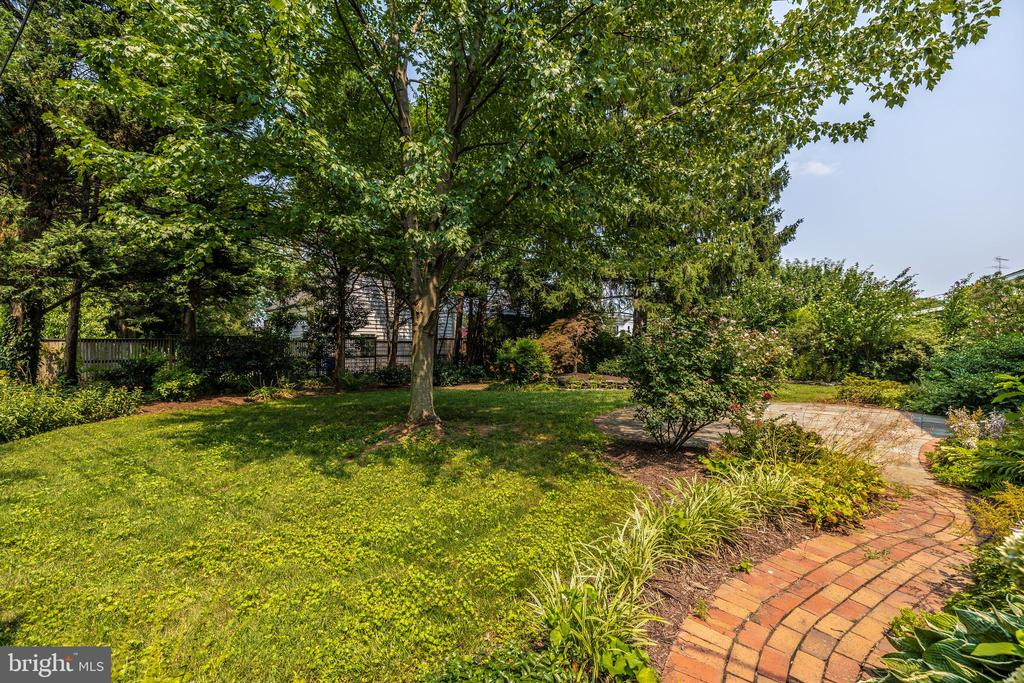 PLenty of shade and privacy - 703 WYNGATE DR, FREDERICK