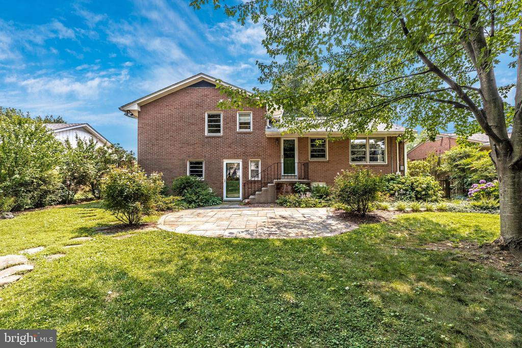All brick back and sides - 703 WYNGATE DR, FREDERICK