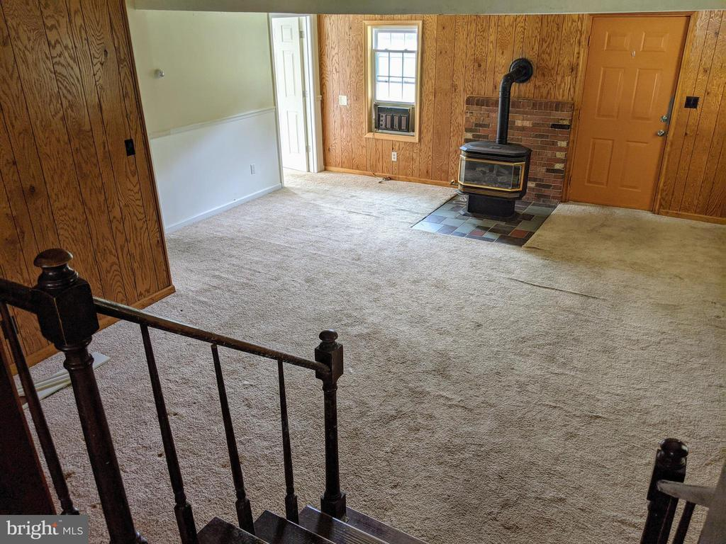 Rec Room w/ Wood Stove - 11311 PINE HILL RD, KING GEORGE