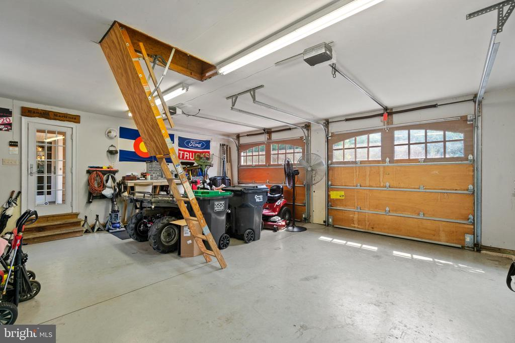 Extra Large Garage with lots of storage space - 55 AZTEC DR, STAFFORD