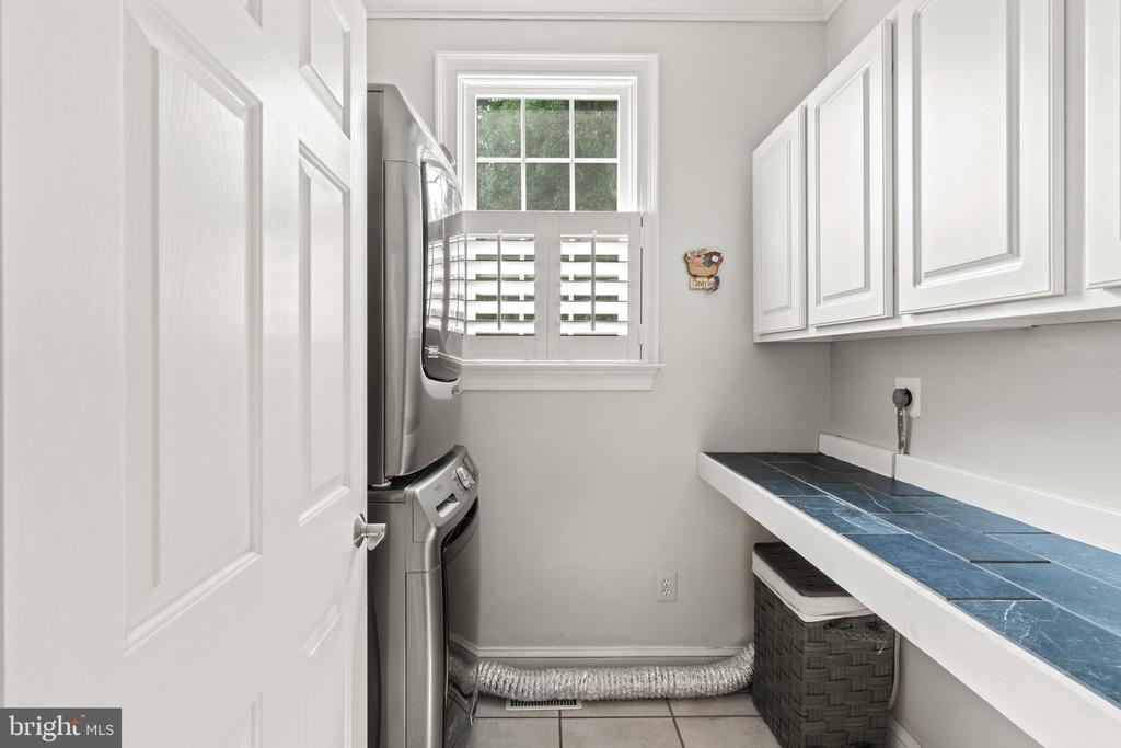 Laundry room with counter and cabinets - 55 AZTEC DR, STAFFORD