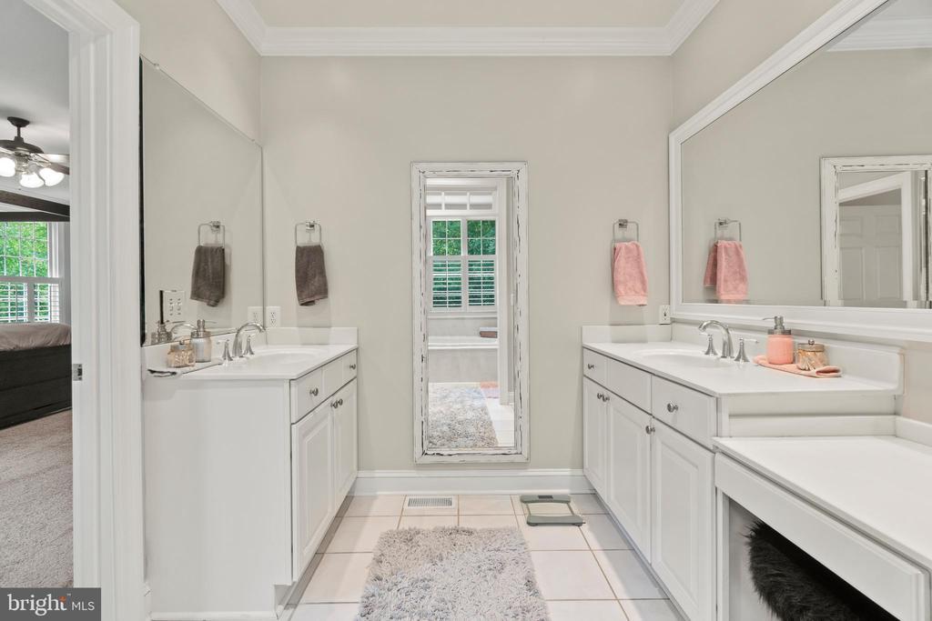 Dual Vanities in the Primary Bathroom - 55 AZTEC DR, STAFFORD