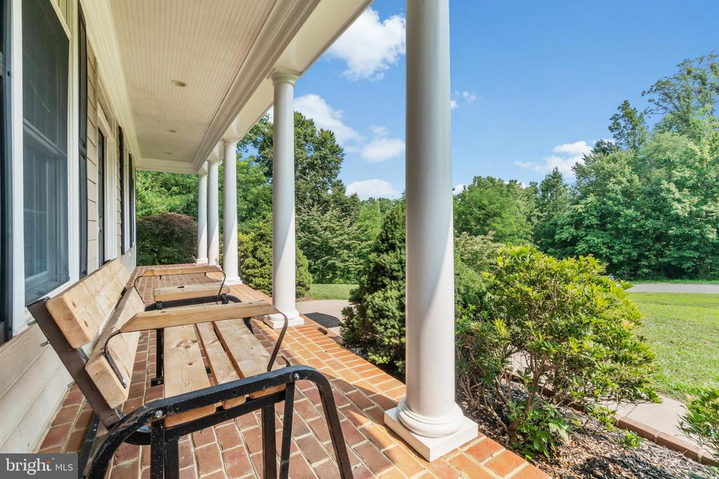 Front Porch View - 55 AZTEC DR, STAFFORD