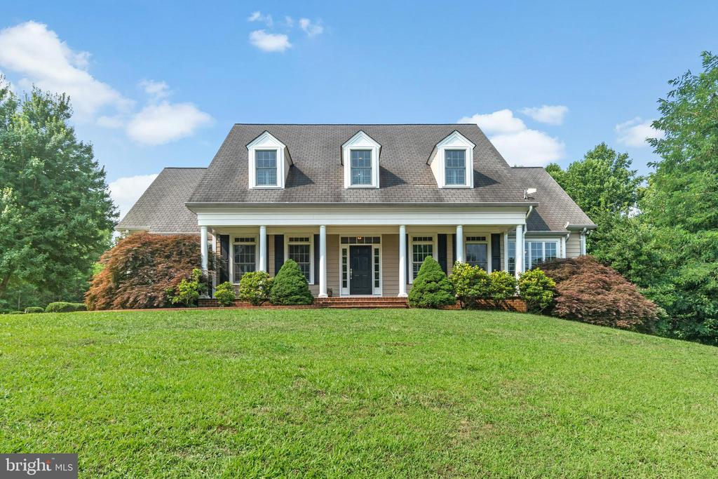 Southern Charm Style Cape Cod - 55 AZTEC DR, STAFFORD