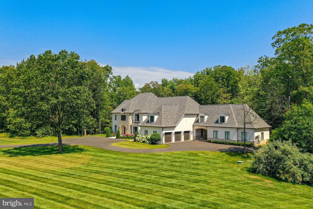 French Transitional Estate on 3.46 Private Acres - 22436 MADISON HILL PL, LEESBURG