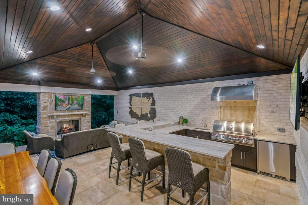 Pavilion with Gas Fireplace and Outdoor Kitchen - 22436 MADISON HILL PL, LEESBURG