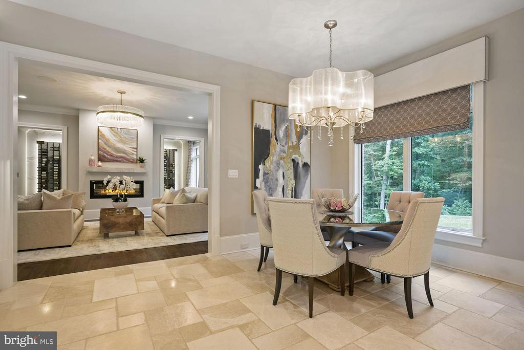 Breakfast Room Opens to the Formal Living Room - 22436 MADISON HILL PL, LEESBURG