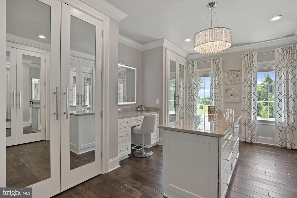 Walk-In Closet with Custom Wardrobes and Dresser - 22436 MADISON HILL PL, LEESBURG