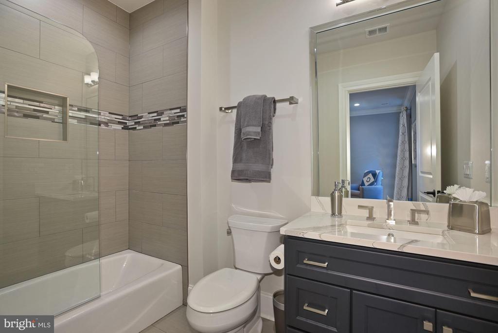 Bathroom Servicing Fourth Bedroom - 22436 MADISON HILL PL, LEESBURG