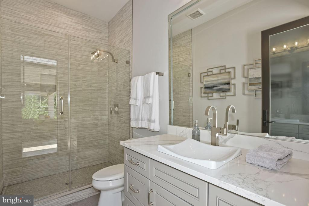Access Full Bathroom from Outdoor Living Spaces - 22436 MADISON HILL PL, LEESBURG