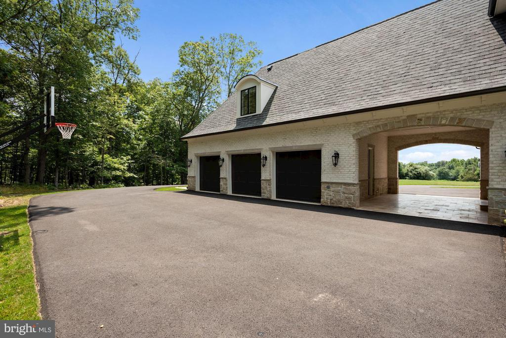 6 Car Garage Spaces and Porte Cochere - 22436 MADISON HILL PL, LEESBURG