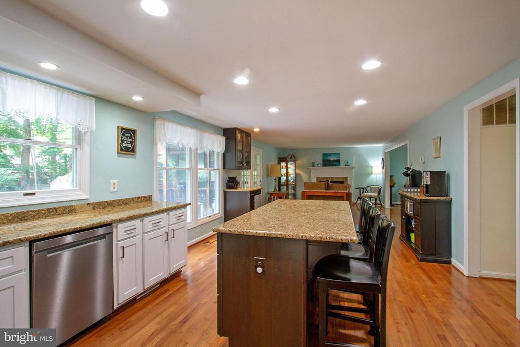 Kitchen with Island - 4821 REGIMENT CT, WOODBRIDGE