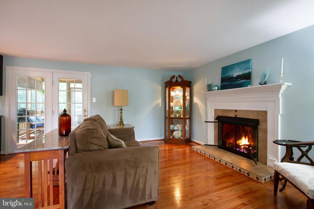 Family Room with French Doors to Screened In Porch - 4821 REGIMENT CT, WOODBRIDGE