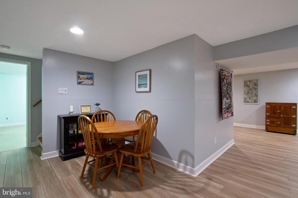 Basement Recreation Room - 4821 REGIMENT CT, WOODBRIDGE