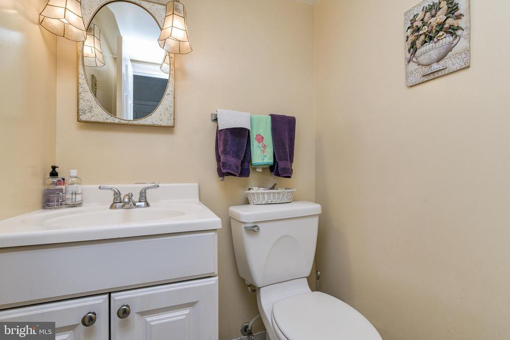 Main Level Powder Room - 408 BEAUMONT RD, SILVER SPRING