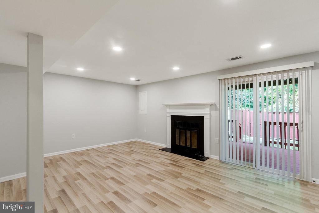 Basement Family Room with Fireplace - 11572 OVERLEIGH DR, WOODBRIDGE
