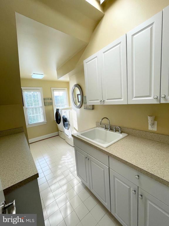 Top Level Laundry Room w/Folding Space - 16344 LIMESTONE CT, LEESBURG