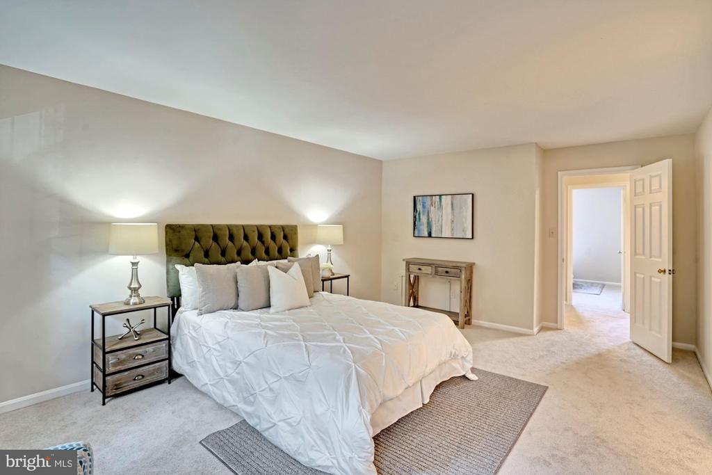 Welcome to the extra spacious primary suite! - 10133 VILLAGE KNOLLS CT, OAKTON