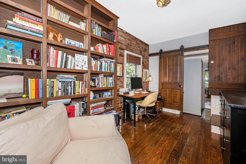 Built in bookcase - 212 E 3RD ST, FREDERICK