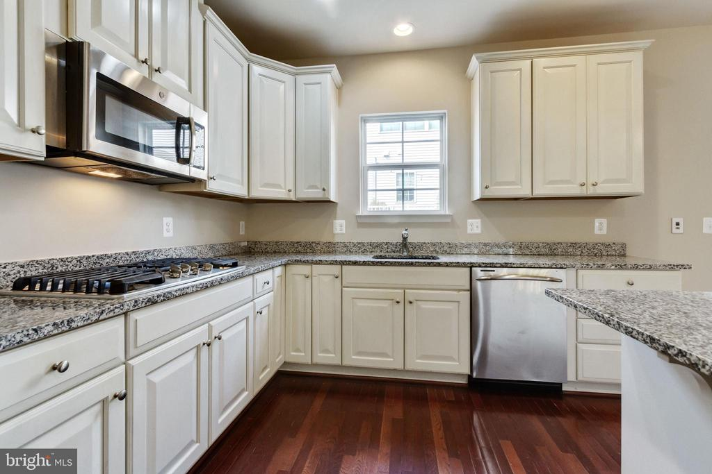 Cooktop and Built-In Microwave - 4807 POTOMAC HIGHLANDS CIR, TRIANGLE