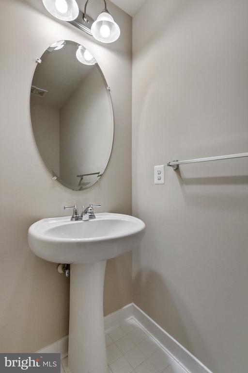 Lower Level Powder Room - 4807 POTOMAC HIGHLANDS CIR, TRIANGLE