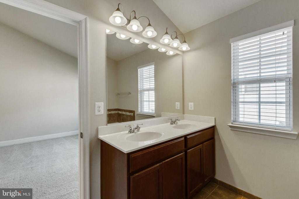 Master Suite Double Sink Vanity - 4807 POTOMAC HIGHLANDS CIR, TRIANGLE