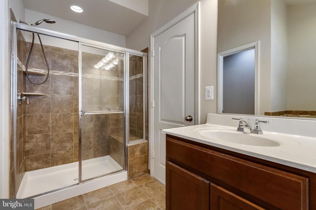 Master Suite Oversized Shower - 4807 POTOMAC HIGHLANDS CIR, TRIANGLE