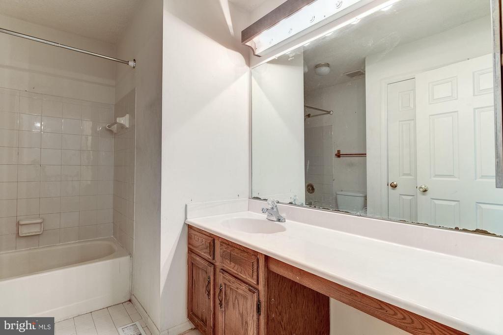 Hall Bath - 7255 KINDLER RD, COLUMBIA