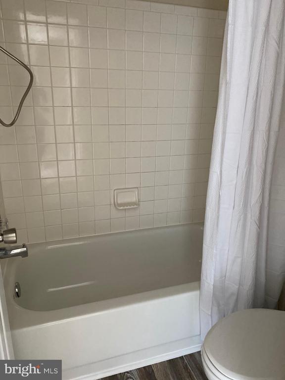 Privacy Tub/Shower & Commode - 7960 CALVARY CT #138, MANASSAS