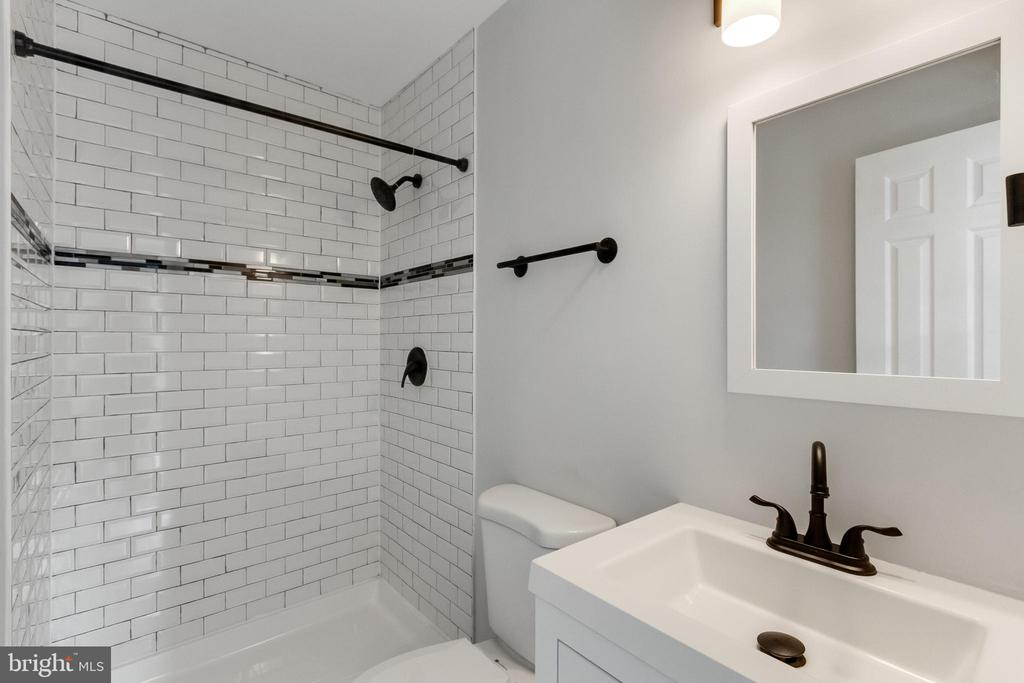 Primary Bathroom - 11572 OVERLEIGH DR, WOODBRIDGE