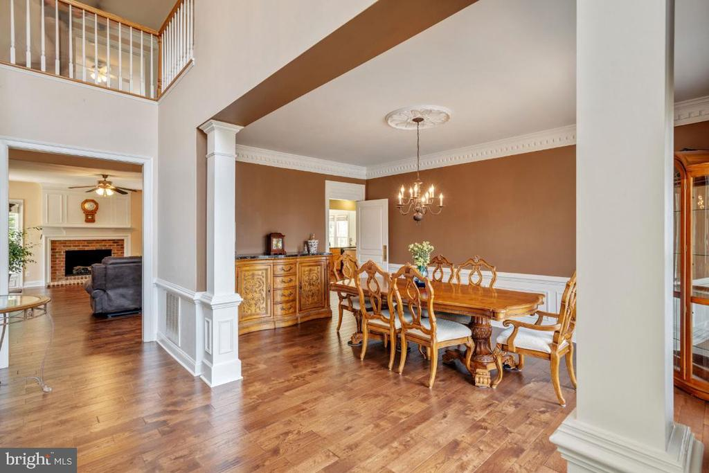 Formal Dining Room with all the Moldings - 6809 CLIFTON GROVE CT, CLIFTON